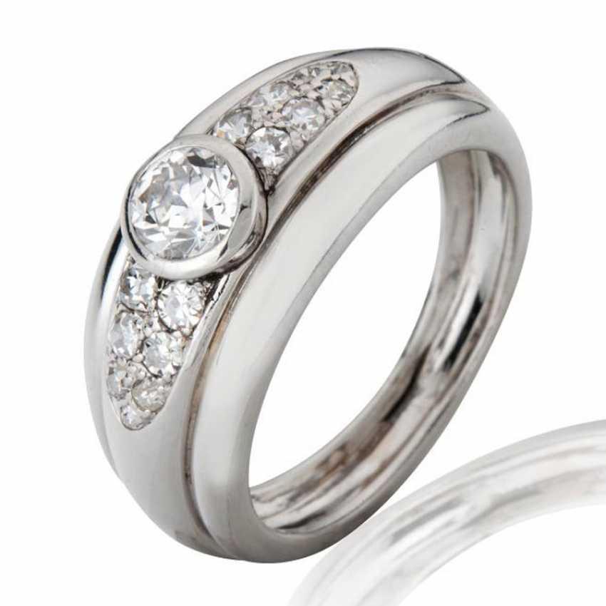 Ring in platinum with diamonds - photo 1