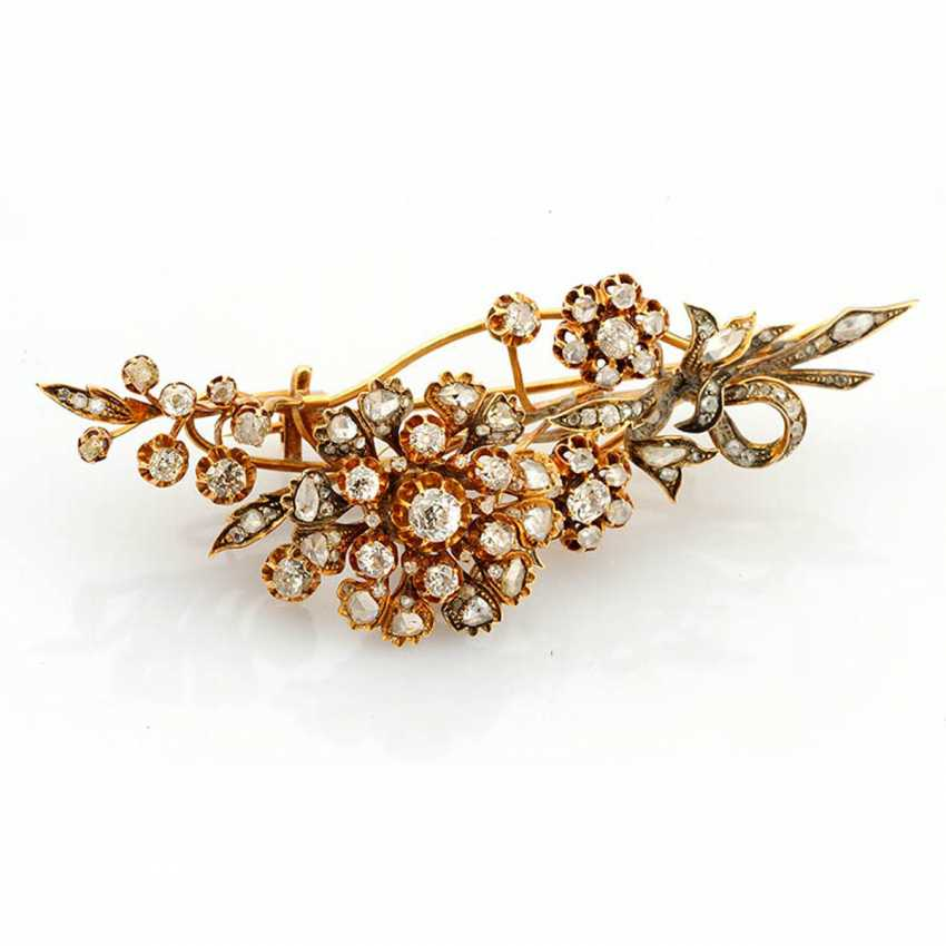 Brooch decorated with diamonds - photo 1