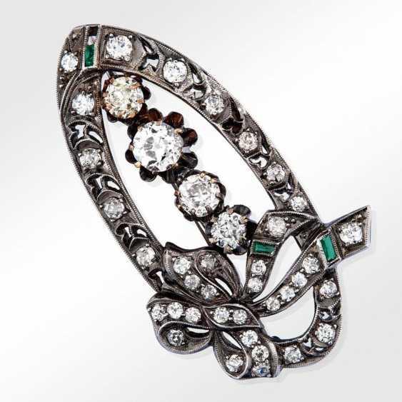 Broche en diamants et émeraudes - photo 1