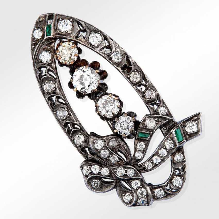 Brooch with diamonds and emeralds - photo 1
