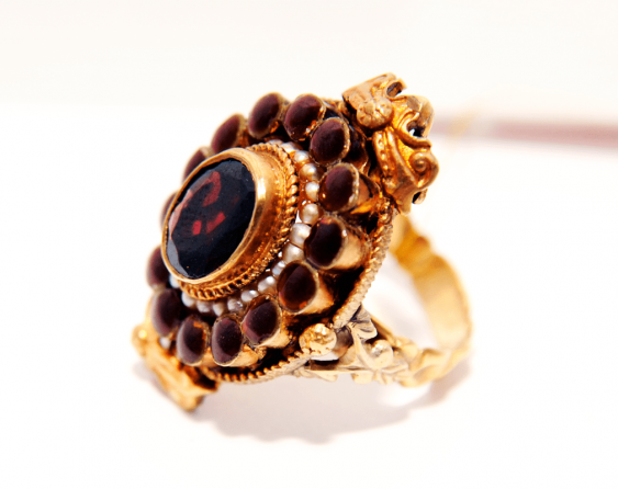 Ring with garnets - photo 1