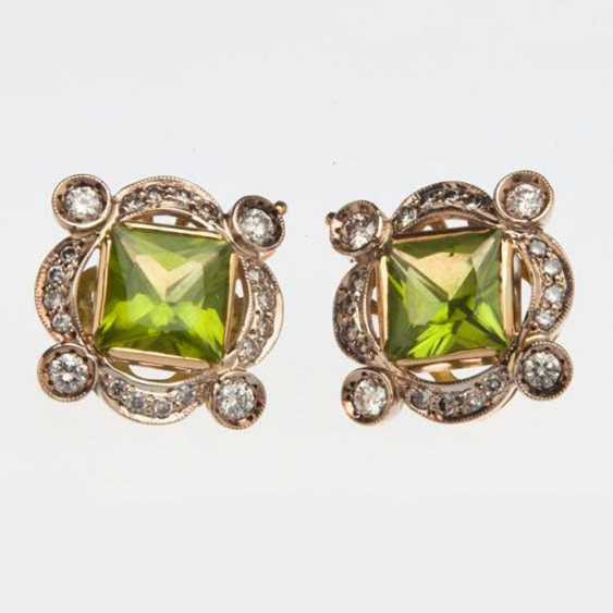 Earring with chrysolite and diamonds - photo 1