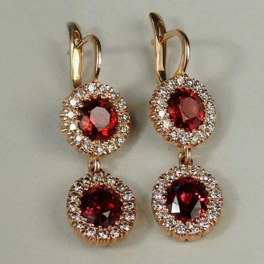 Earrings with pendants with diamonds and garnets - photo 1
