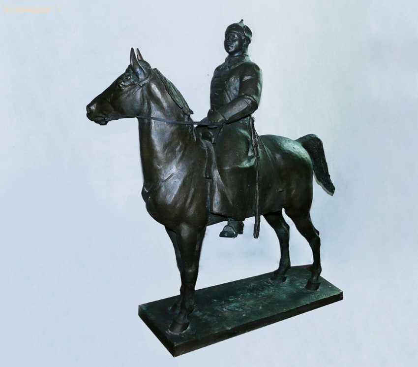 "The sculpture ""Voroshilov on horseback"" - photo 1"