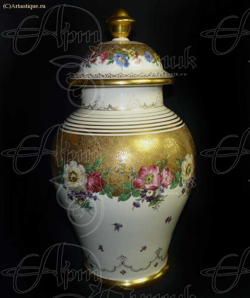 Vase with lid - photo 1