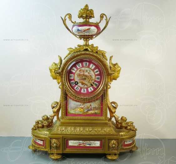 Mantel clock with porcelain inserts - photo 1