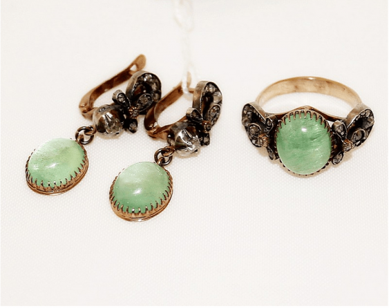 Earrings and ring with emeralds and diamonds - photo 1