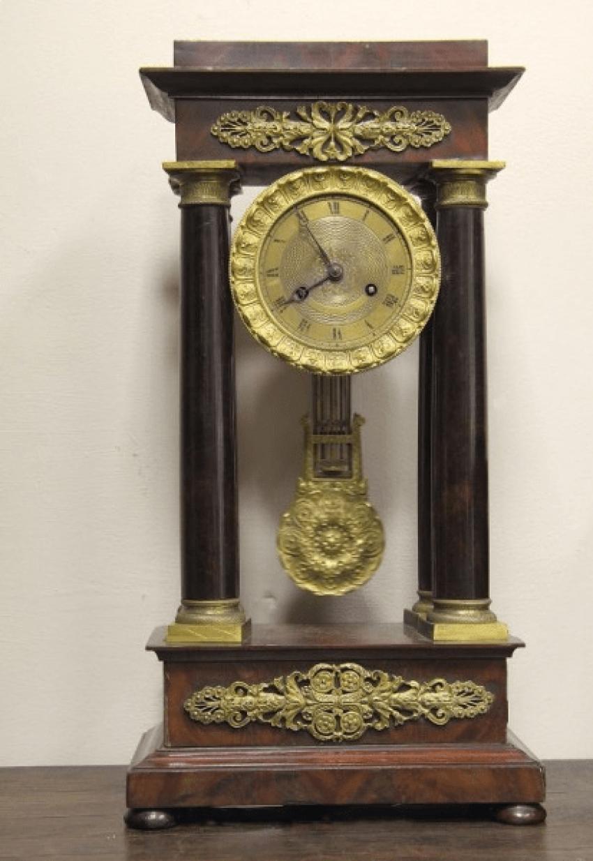 Часы настольные с маятником - photo 1