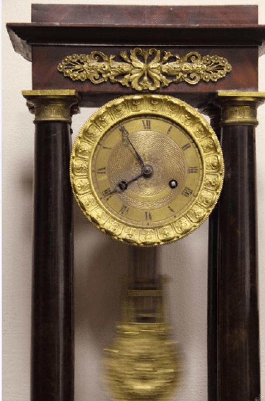 Часы настольные с маятником - photo 3