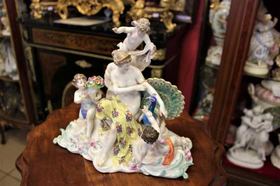 "The sculptural composition ""the lady with the amours and the peacock."" Meissen, XIX century - photo 2"