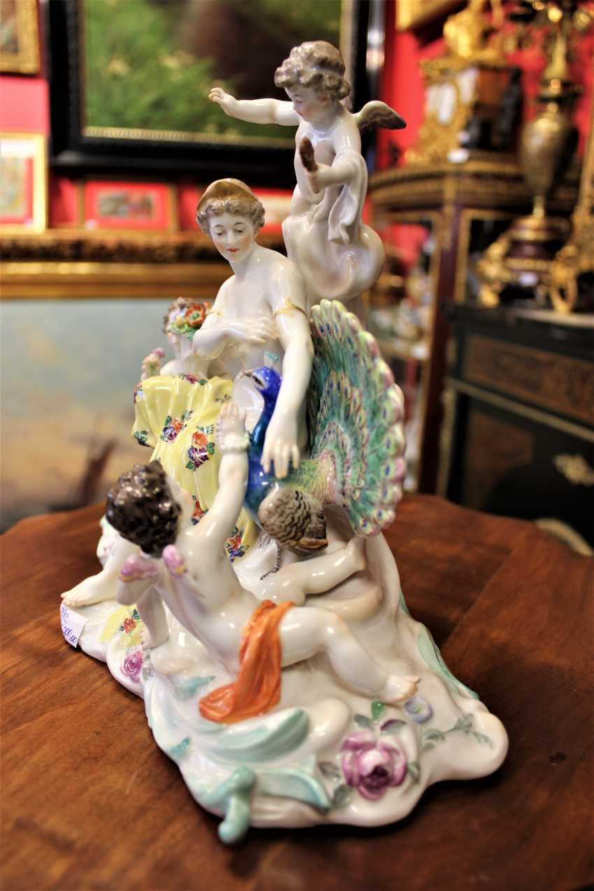 "The sculptural composition ""the lady with the amours and the peacock."" Meissen, XIX century - photo 3"
