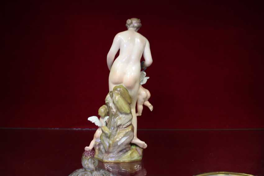 "The sculptural composition ""the lady with the amours"", Meissen, XIX century - photo 3"