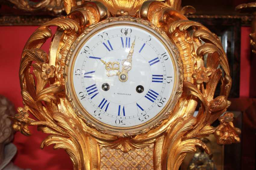 Mantel clock and pair of candelabra in the Baroque style, XIX century - photo 4