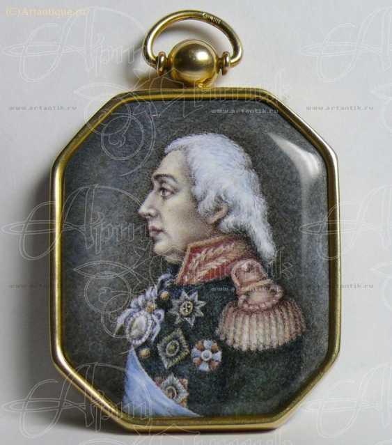 """Medallion """"Portrait Of Kutuzov"""" - photo 1"""