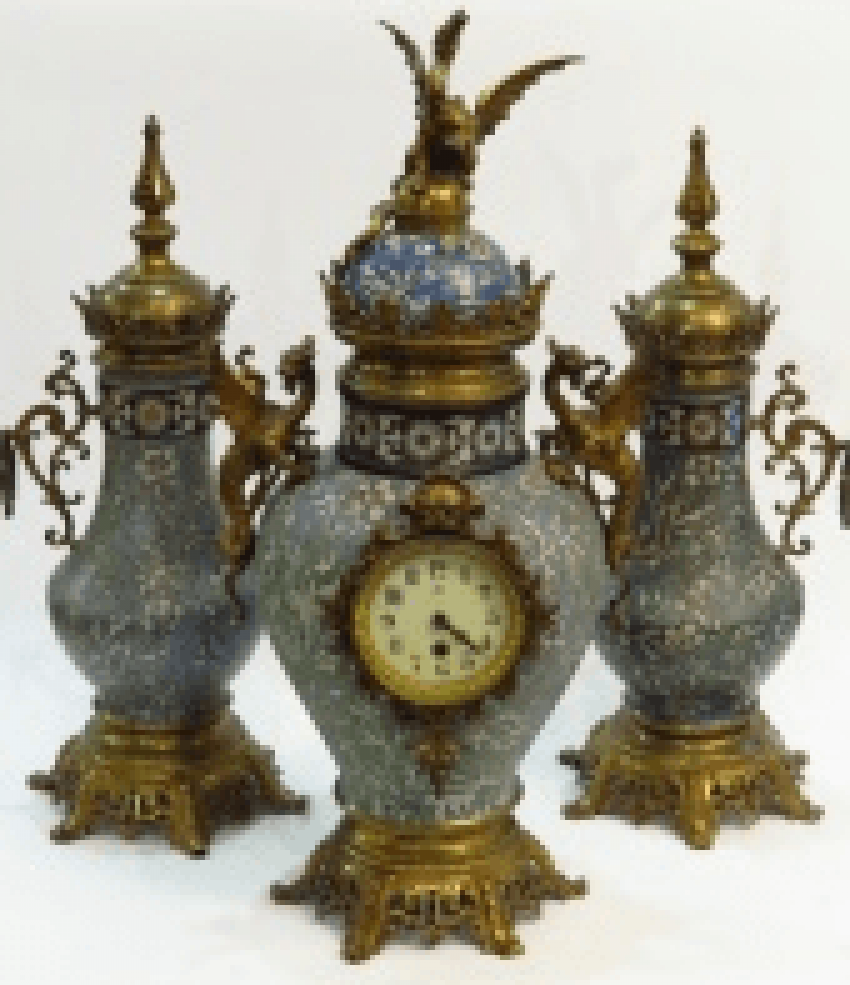 Watch with a pair of vases 19th century - photo 1