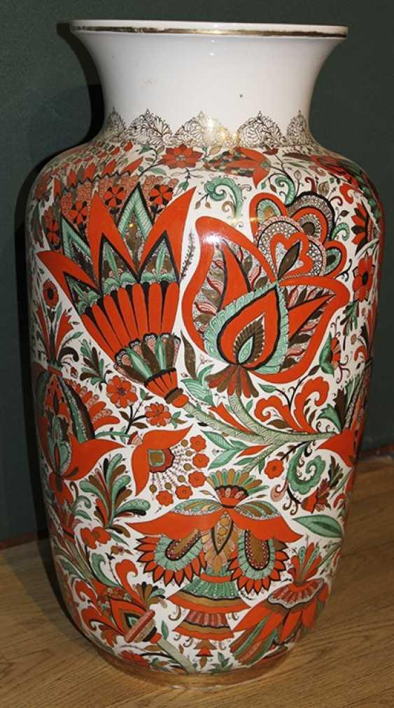 Vase c de fleurs rouges. ЛФЗ 1955, A. Воробьевский - photo 1