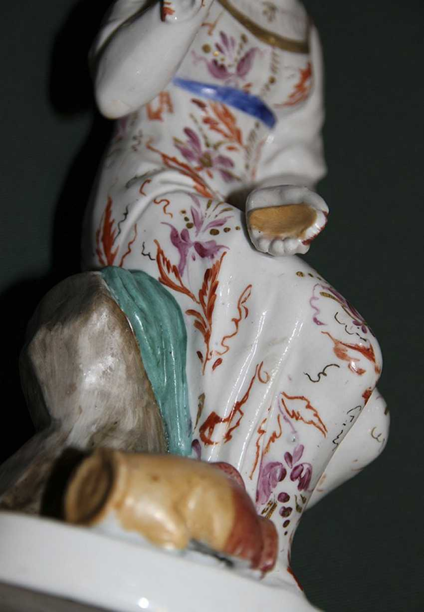 """The sculpture (a statue) """"the Girl with the broken pitcher"""", LFZ - photo 5"""