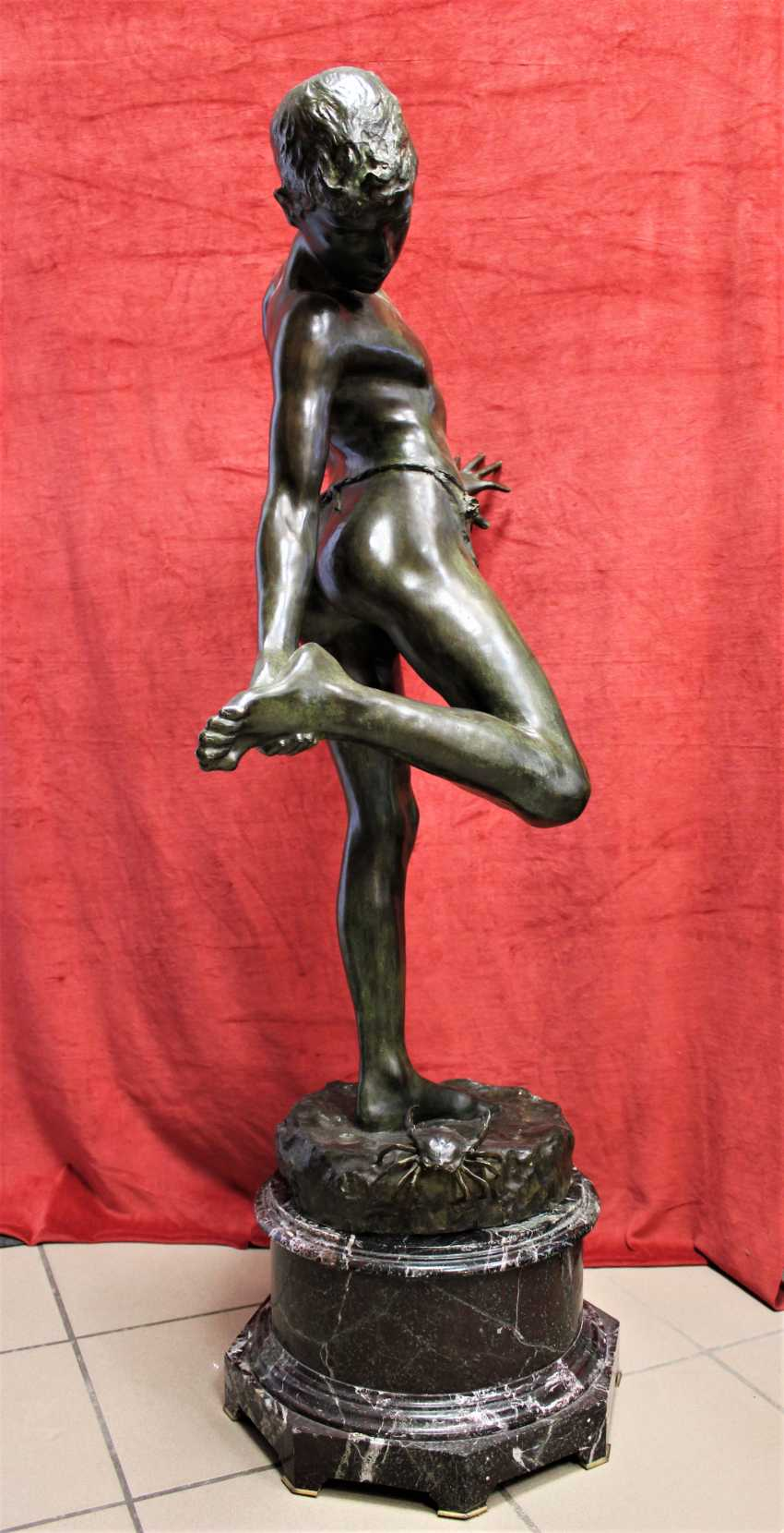 """Sculptural composition """"a boy and a crab"""", a turn of the XIX-XX centuries. - photo 2"""
