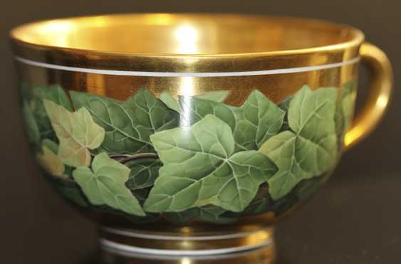 Cup and saucer with a pattern of grape leaves, KPM, mid XIX century - photo 2