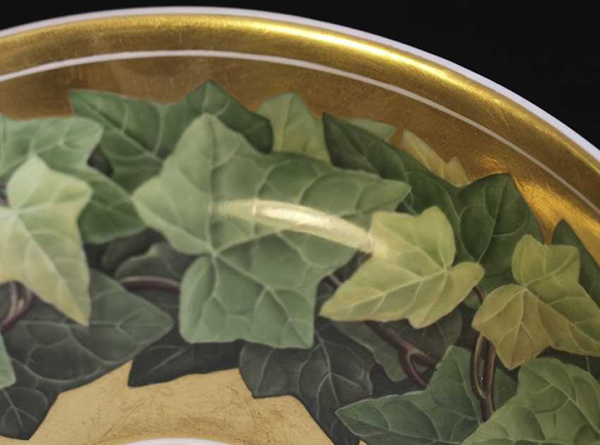 Cup and saucer with a pattern of grape leaves, KPM, mid XIX century - photo 4