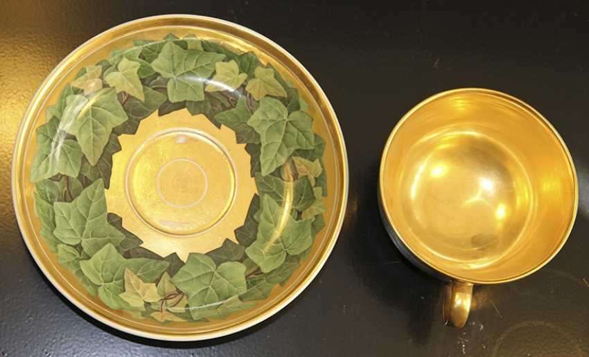 Cup and saucer with a pattern of grape leaves, KPM, mid XIX century - photo 1