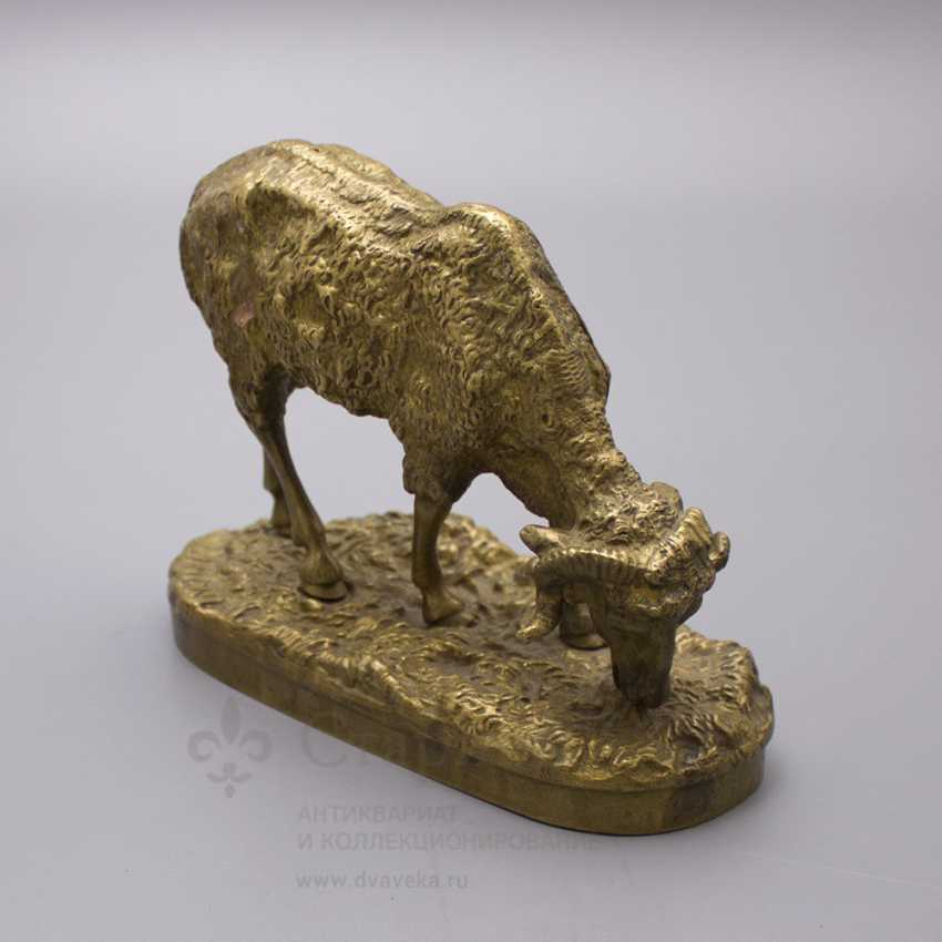 """Ancient statuette of bronze """"Sheep at pasture"""", France, 19th century, by P. J. Mene (Pierre Jules Mene) - photo 4"""