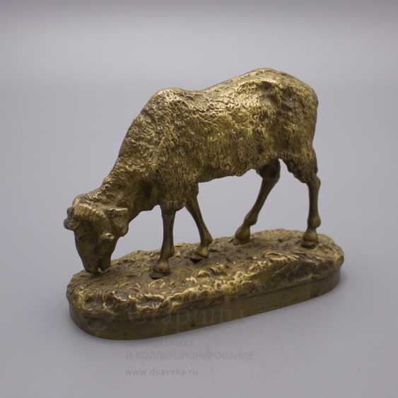 """Ancient statuette of bronze """"Sheep at pasture"""", France, 19th century, by P. J. Mene (Pierre Jules Mene) - photo 1"""