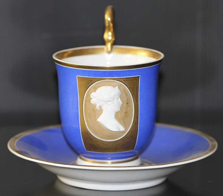 Tea and saucer with a bas-relief of Princess Louise, KPM, first third of the XIX century - photo 1