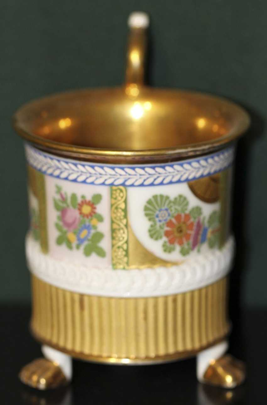 Cup with flowers and ornaments on lion's feet. Western Europe, first half of XIX century - photo 2