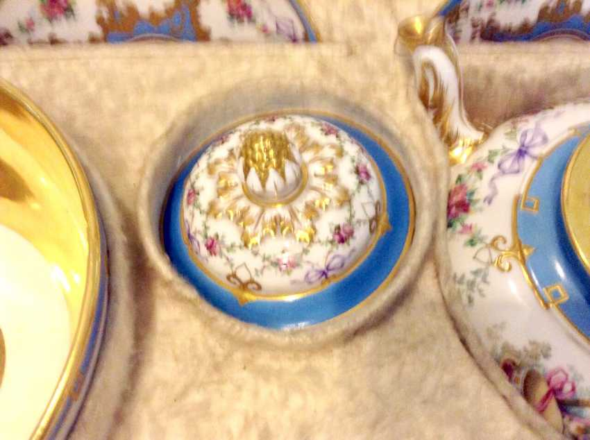 "The tea and coffee service in the style of ""neo-Rococo"" C ""Board blue flowers, and musical instruments for twelve people"" in the native coffer ( box) with the Tula lock. Russia, Saint-Petersburg , Imperial Porcelain Factory, 1860-s - photo 6"