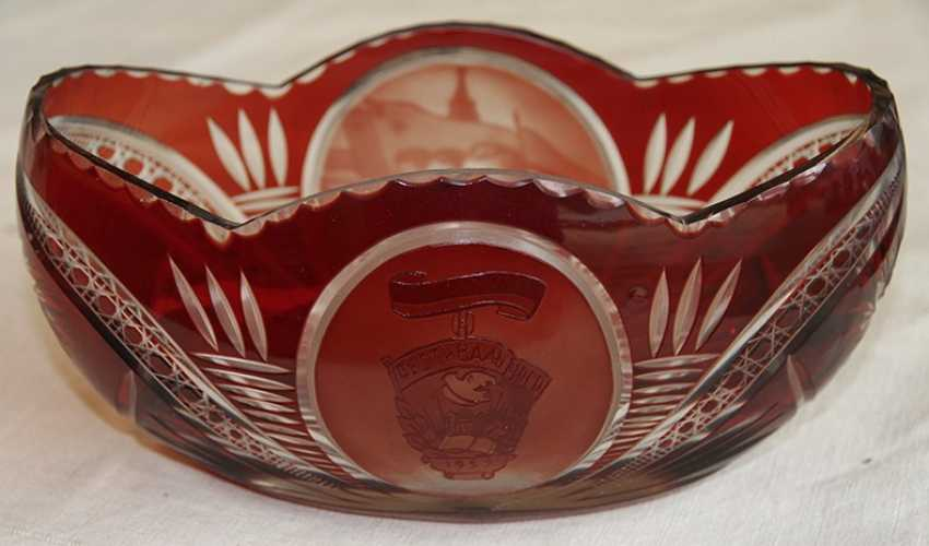 Vase of red glass. - photo 2