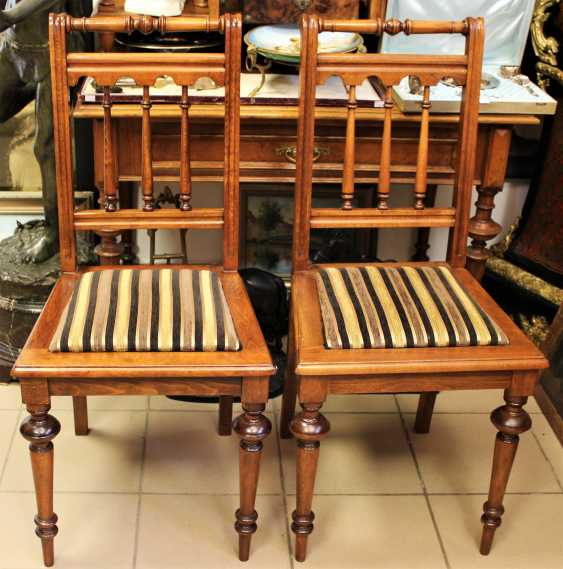 Pair of chairs in walnut, 1-I half of XX century - photo 1
