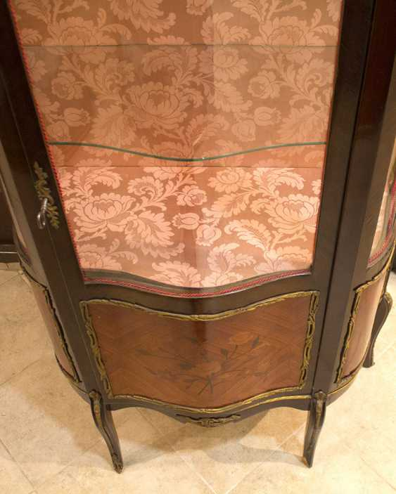 Antique showcase with a stacked figure and overlays - photo 9