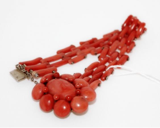 Bracelet with corals - photo 1