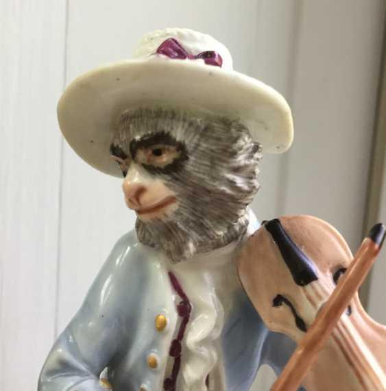 Rare 18th century Meissen monkey violinist figure - photo 5