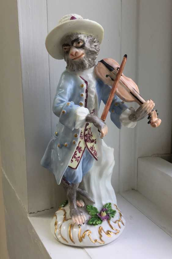 Rare 18th century Meissen monkey violinist figure - photo 1