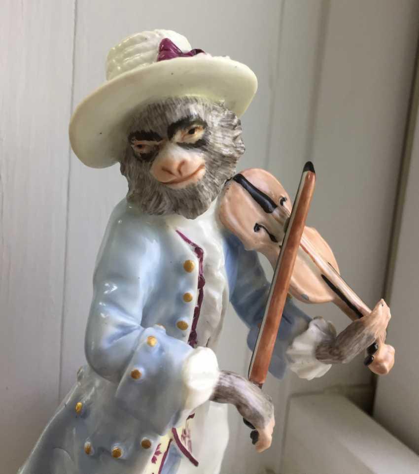 Rare 18th century Meissen monkey violinist figure - photo 6
