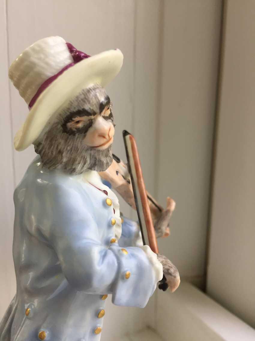 Rare 18th century Meissen monkey violinist figure - photo 8