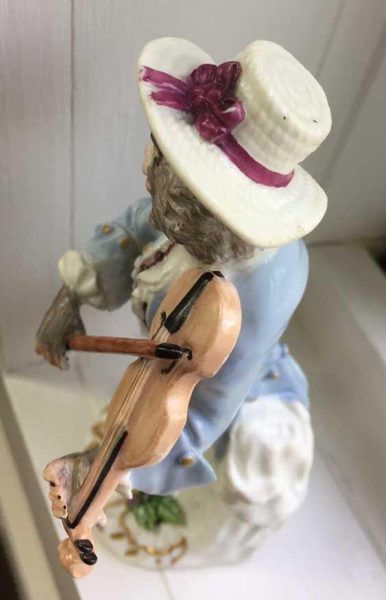 Rare 18th century Meissen monkey violinist figure - photo 10