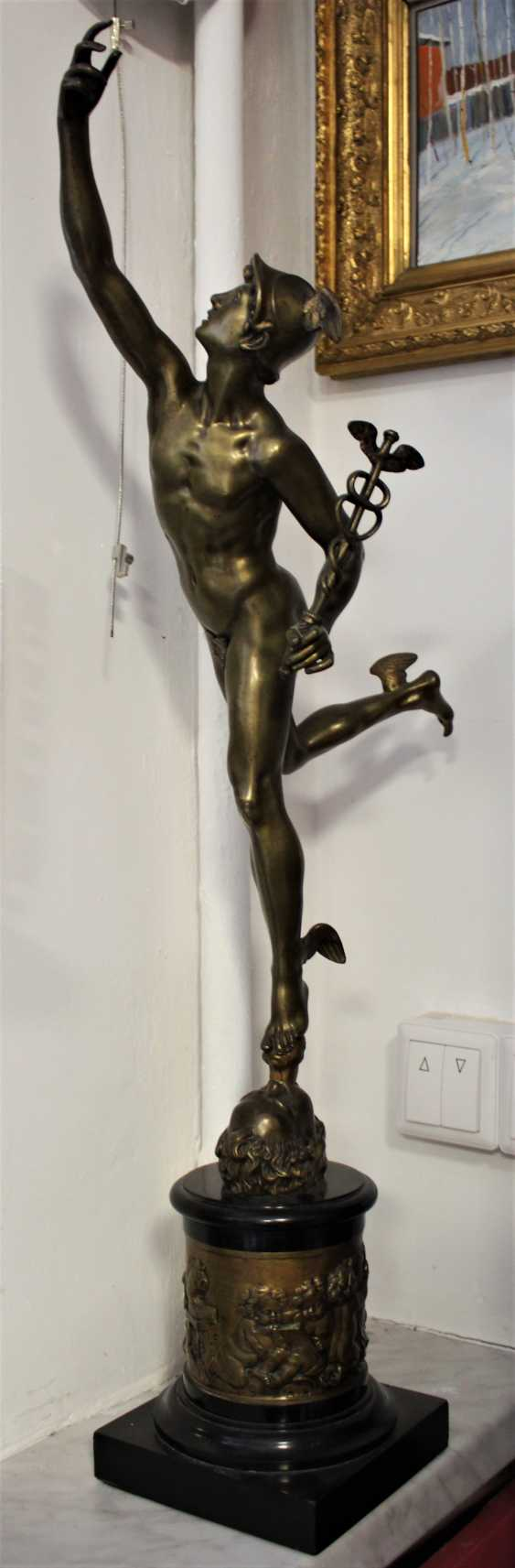 """The statuette """"swift-Footed mercury (the patron God of trade)"""", XIX century - photo 1"""