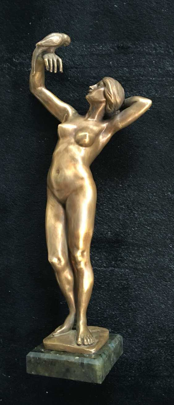 """The sculpture """"Nude with parrot"""", XIX - n. XX centuries. - photo 1"""