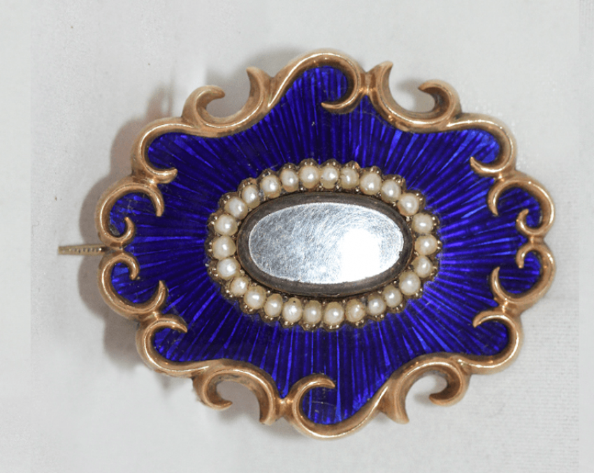 Brooch with pearls - photo 1
