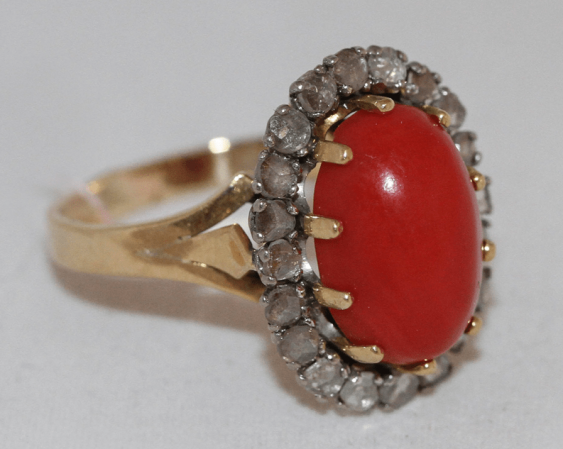 Ring with diamonds and coral - photo 1