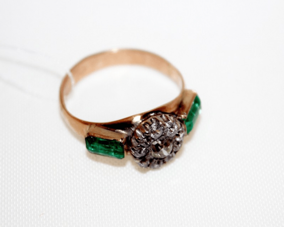 Ring with diamonds and emeralds - photo 1