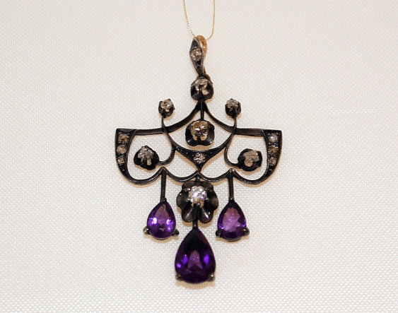 Pendant with amethyst and diamonds - photo 1