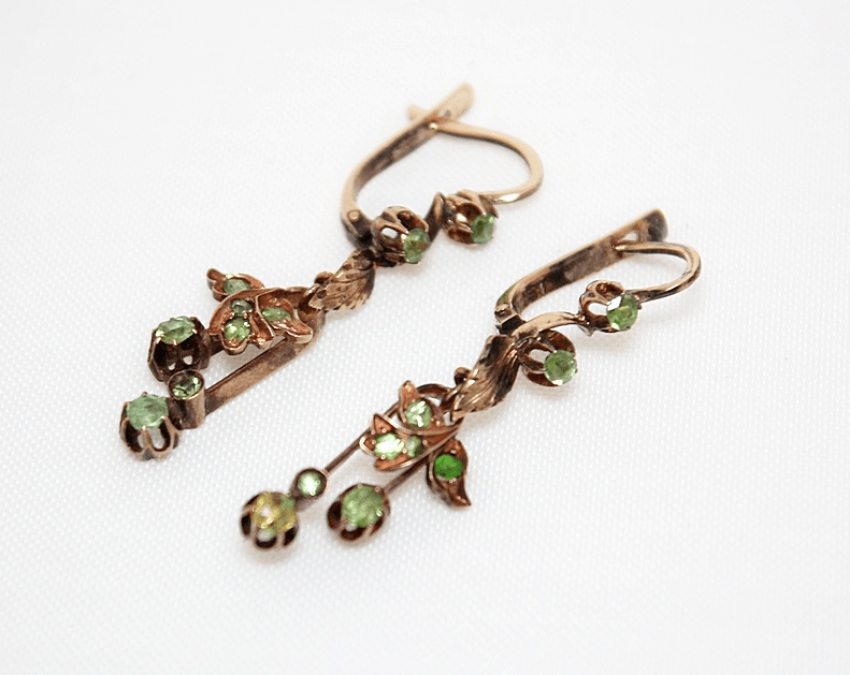 Earrings with chrysolite - photo 1