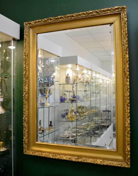 Mirror in a gold frame - photo 1