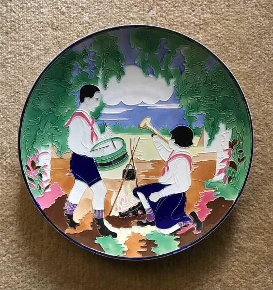 """Plate """"Pioneers"""", Konakovo, XX century - photo 1"""