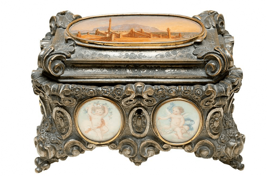 Casket with miniatures - photo 1