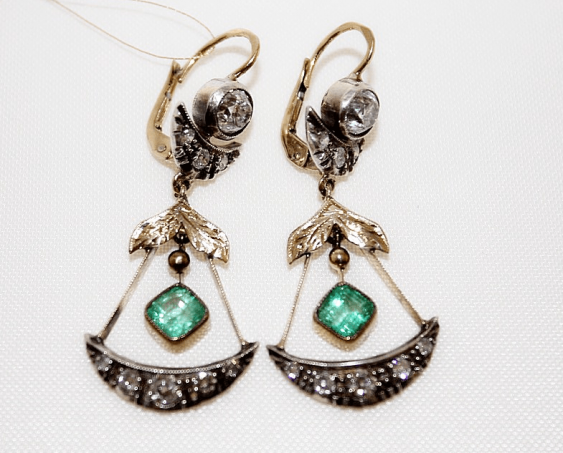 Earrings with diamonds and emeralds - photo 1